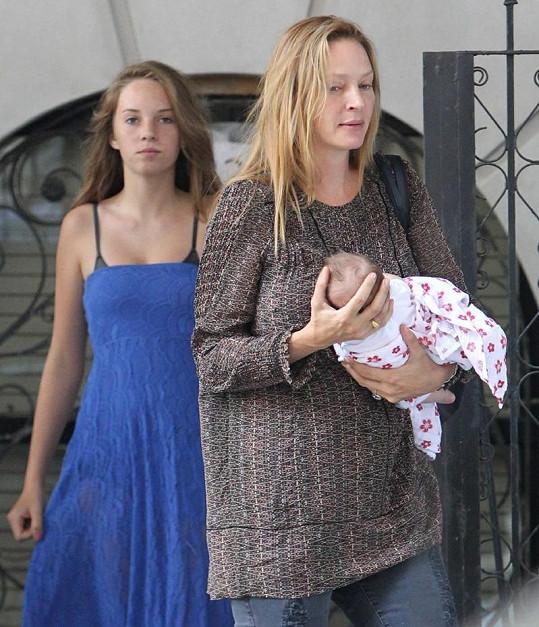 Herečku doprovázela dcera Maya.