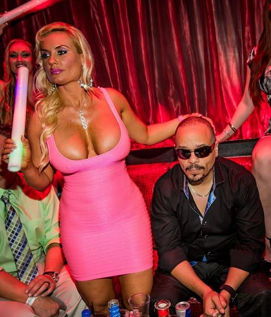 Coco Austin s manželem Ice-T v nočním klubu.