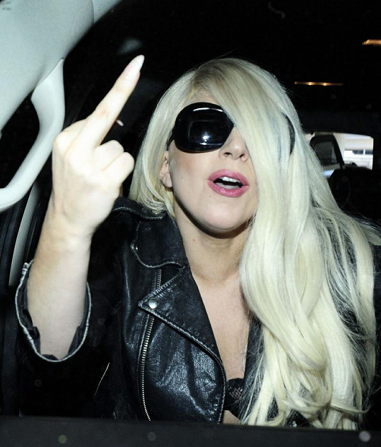 Lady Gaga na letišti v Los Angeles.