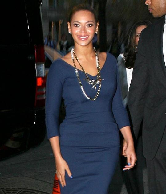Beyoncé ve společnosti jenom zářila.