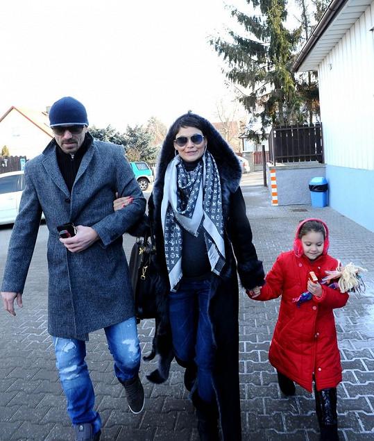 Tomáš, Vlaďka a Viktorka vyrážejí na nákup.
