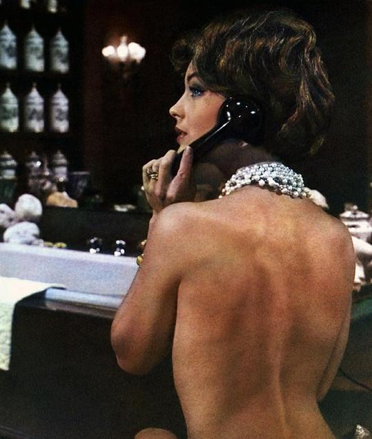 Romy měla vskutku nádherně klenutá záda. Takhle vypadala ve filmu Boccaccio 70.
