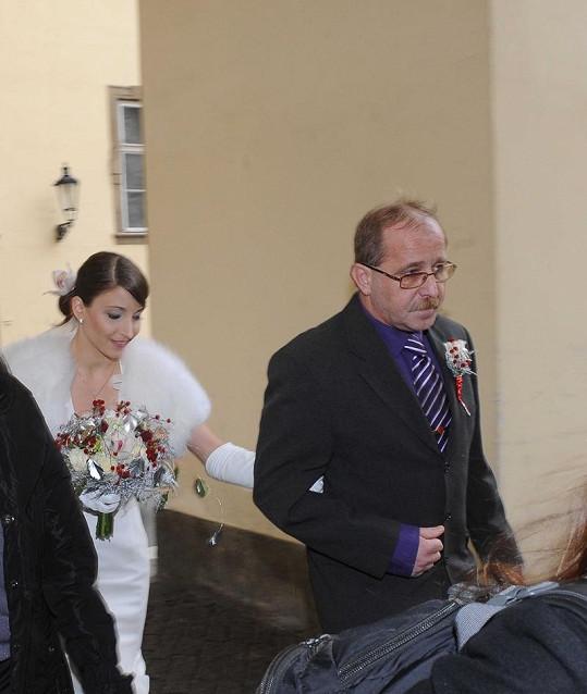 Nevěsta se styděla.