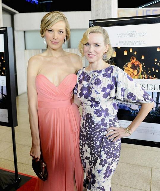 Modelka pózovala společně s Naomi Watts.