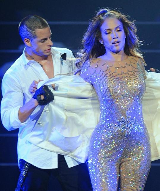 Jennifer Lopez a Casper Smart při jednom z vystoupení.