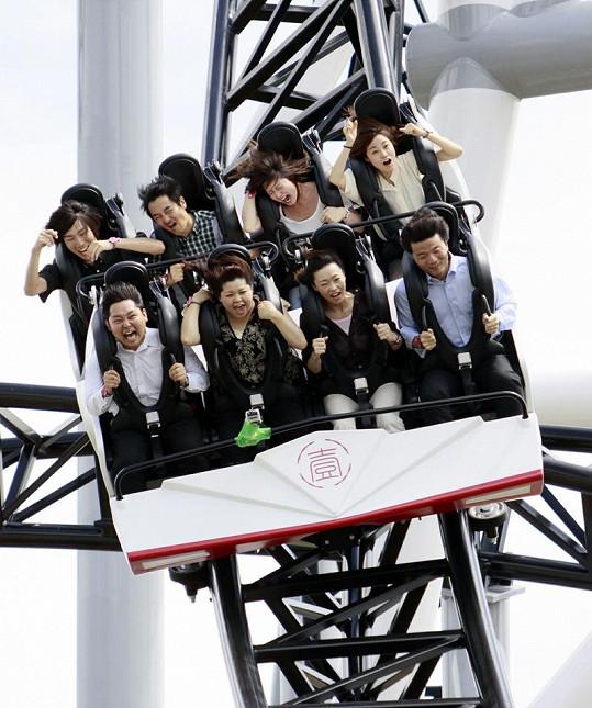 Návštěvníci při jízdě na Takabiše ječí hrůzou.