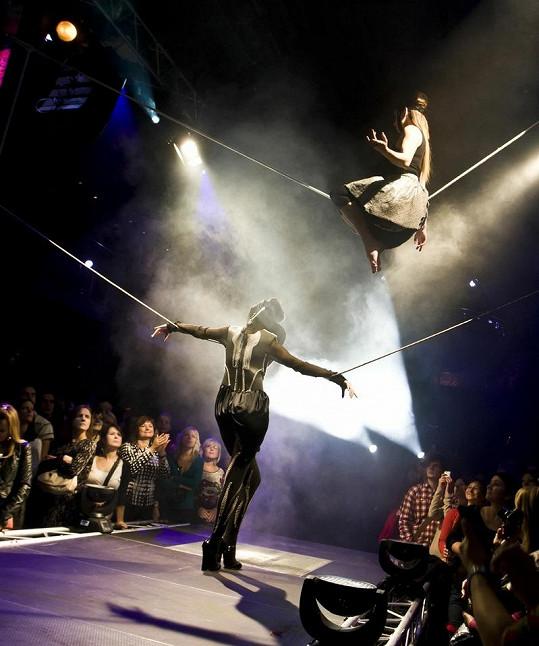 Diváci zírali na neskutečnou akrobacii.