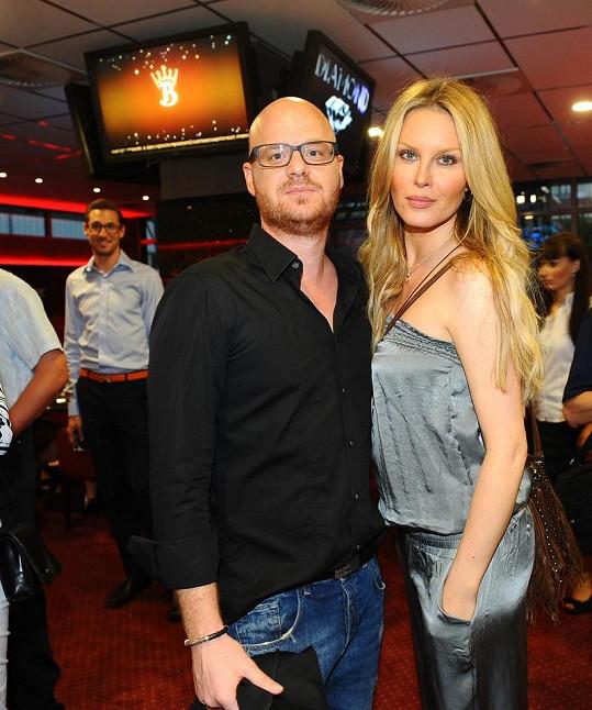 Krainová s manželem na párty kasína.