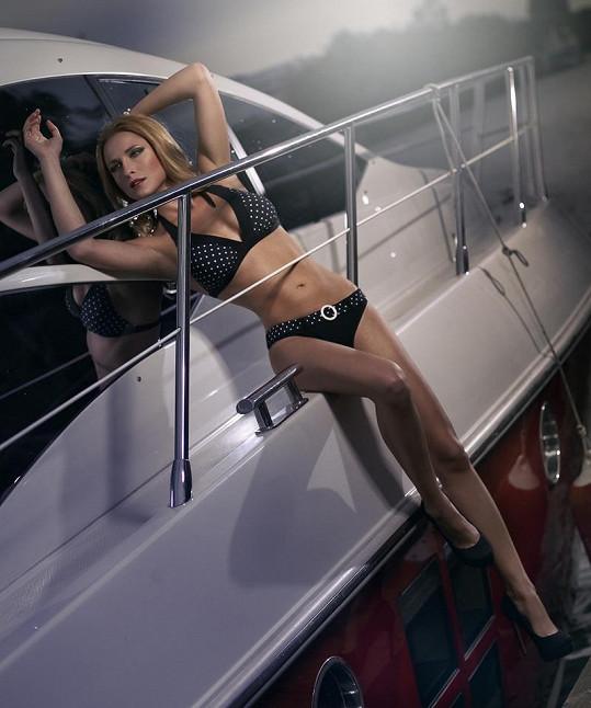 Na svůdných promo fotkách předvedla Romana své dokonalé tělo.