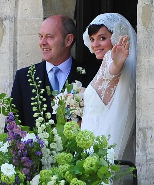Keith Allen se svou dcerou Lily v den její svatby.