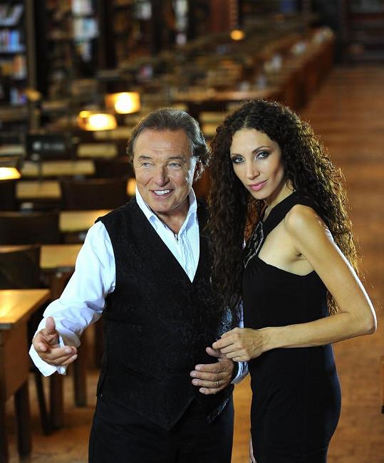 Karel Gott a Olga Lounová při natáčení videoklipu.