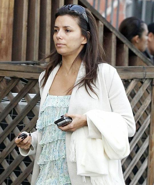 Eva se jako jedna z mála hereček odváží vyjít ven bez make-upu.