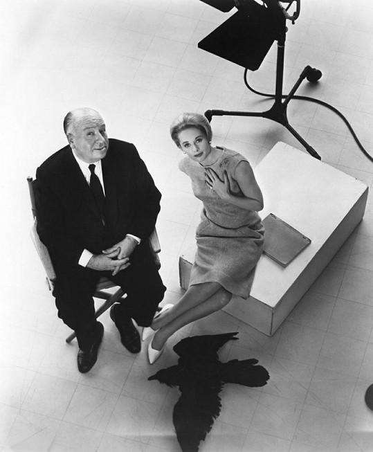 Krásná Hedren s Alfredem Hitchcockem.