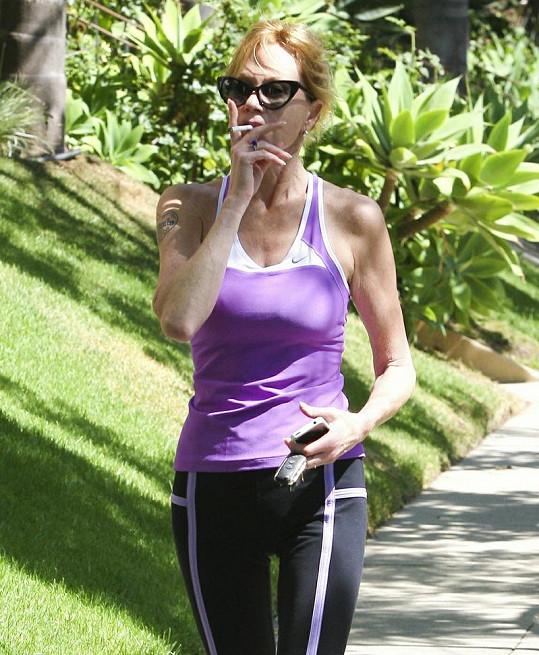 Griffith téměř nejí, kouří a přehání to s cvičením.