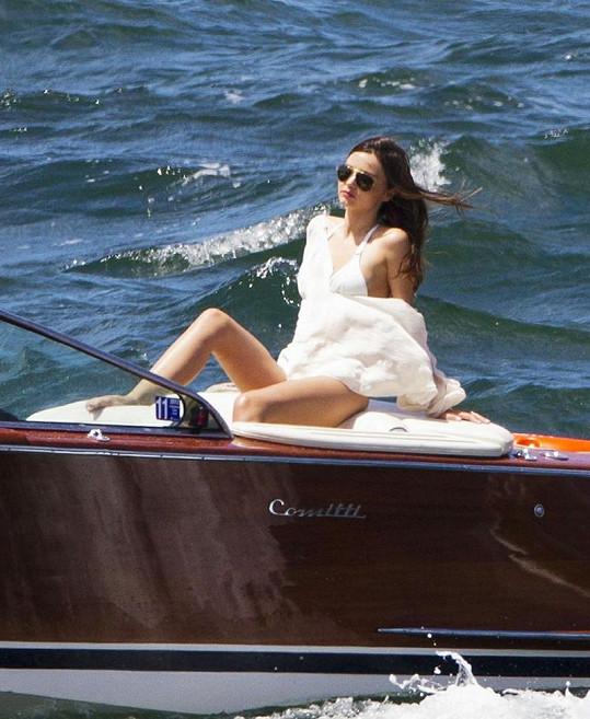 Miranda Kerr v Sydney nastavovala své krásné tělo pro časopis UK Vogue.