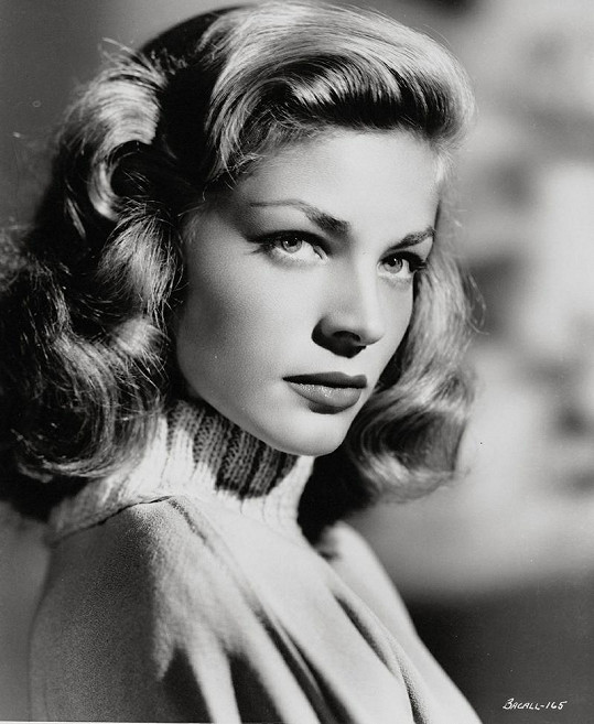 Smyslná tvář Lauren Bacall učarovala i Humphreymu Bogartovi.