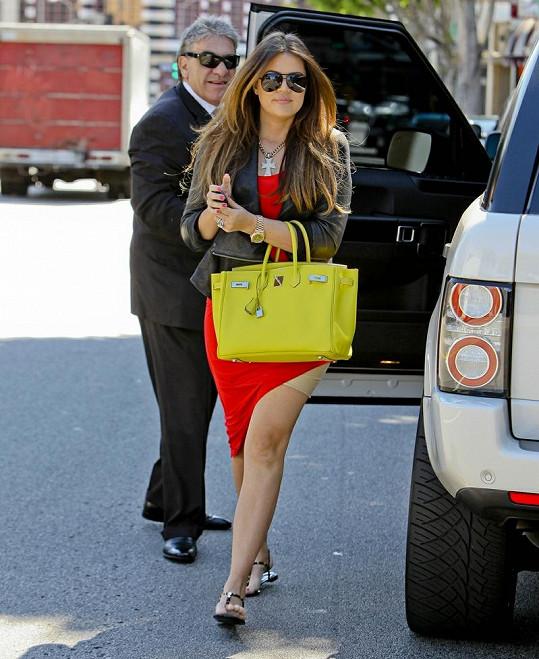Khloé Kardashian v nepříliš povedeném outfitu ukázala, že jí jsou stahovačky také blízké.