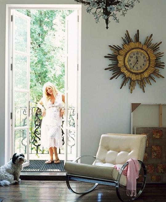 Mizzi se po modelingové kariéře začala věnovat navrhováním bytových interiérů.