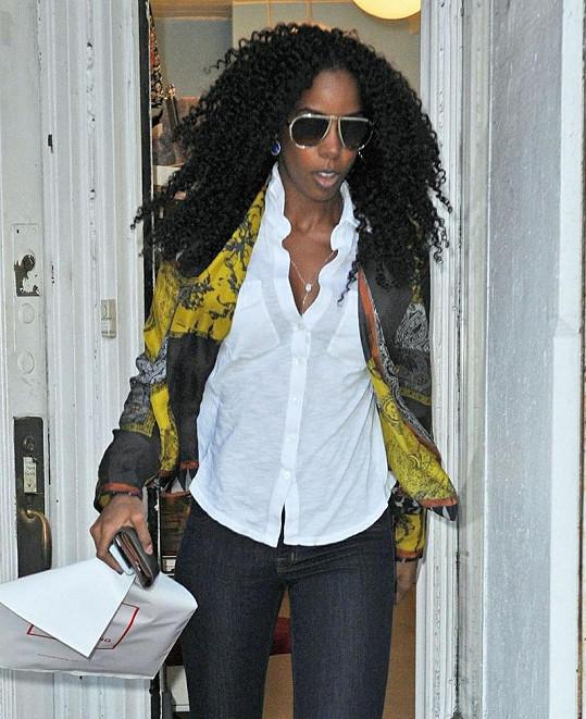 Kudrnatá Kelly Rowland nejspíš spěchala rovnou za svou kamarádkou Beyoncé do porodnice.