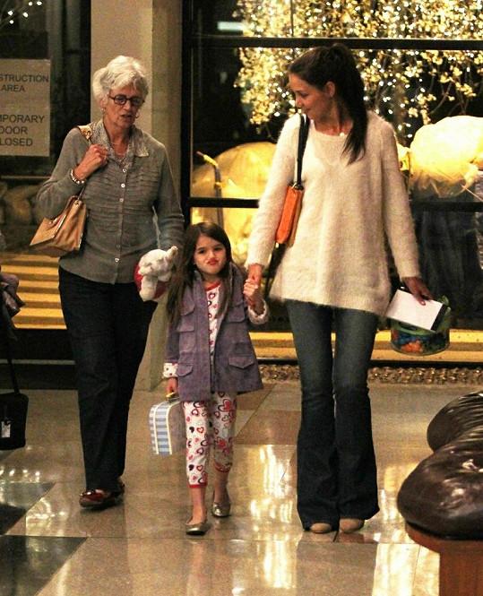 Zleva: Kathleen Holmes, Suri Cruise a Katie Holmes.