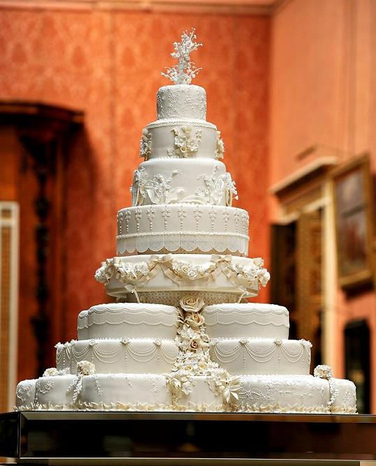 Cukrářský skvost, který na své svatební hostině podávali William a Kate, se skládal ze 17 menších dortů.