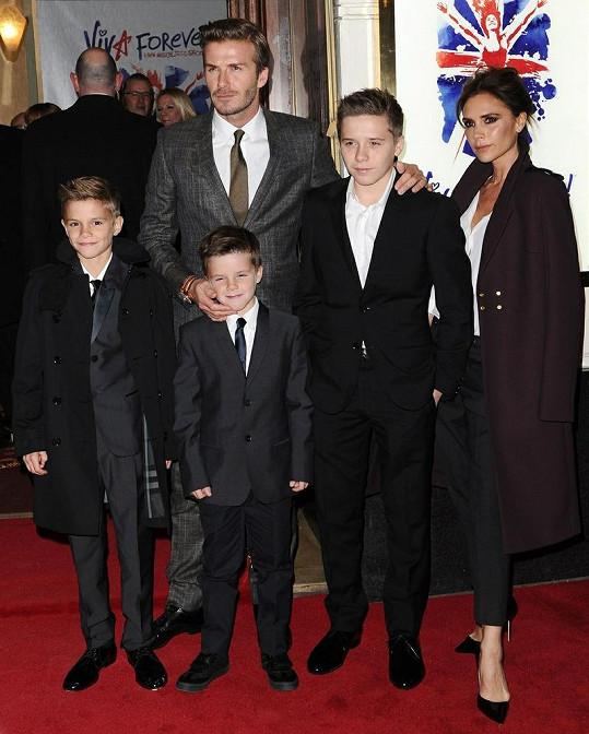Victoria Beckham se téměř nehnula od své rodiny.