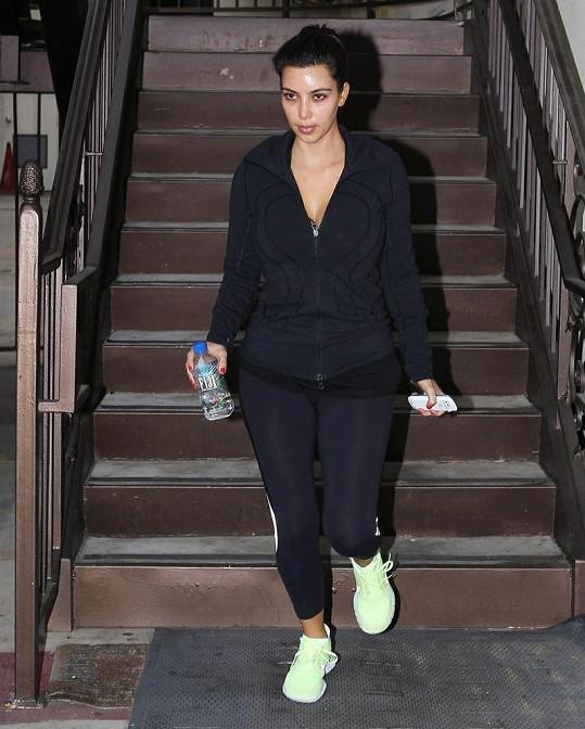 Kim Kardashian se po dlouhé době objevila na veřejnosti nenalíčená.