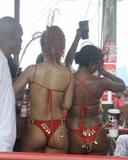 Rihanna Fenty a její dokonalé pozadí.