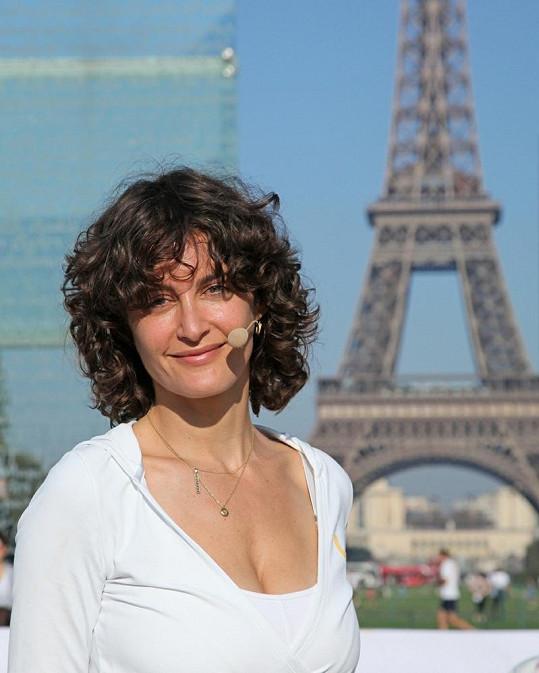 Instruktorka Elena Brower.