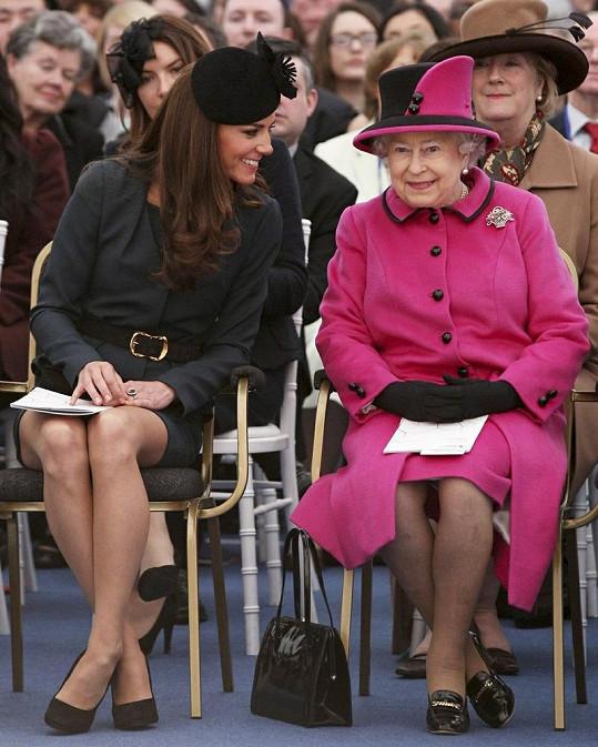 Britská královna s vévodkyní Catherine.