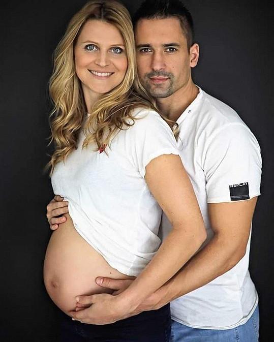 Tomáš Plekanec a bývalá tenistka Lucie Šafářová čekají miminko.