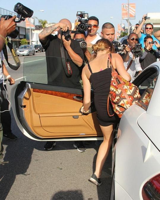 Na Miley se po hodině Pilates sesypali paparazzi.