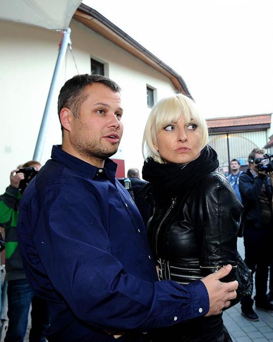 Mezi hosty byla i Bára Nesvadbová s přítelem Lukášem.