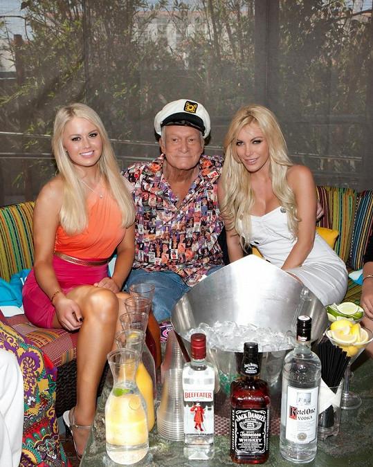Hugh Hefner to se svými blondýnkami uměl rozjet.