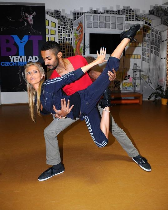 Michaela Ochotská a Yemi A.D. denně trénují v Dance academy.