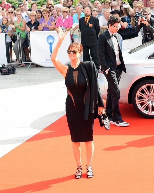 Susan Sarandon v černých šatech.