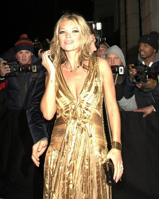 Kate Moss byla nepřehlédnutelná a zářila do daleka.
