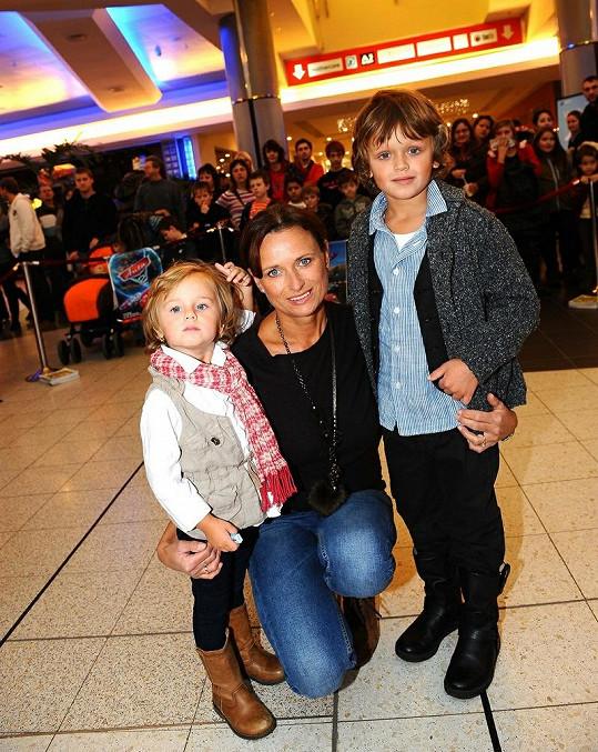 Jana s dcerou Jasmínkou a synem Daníkem.