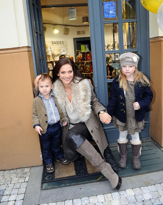 Andrea Verešová s dcerou Vanessou a synem Danielem nafotily kampaň.