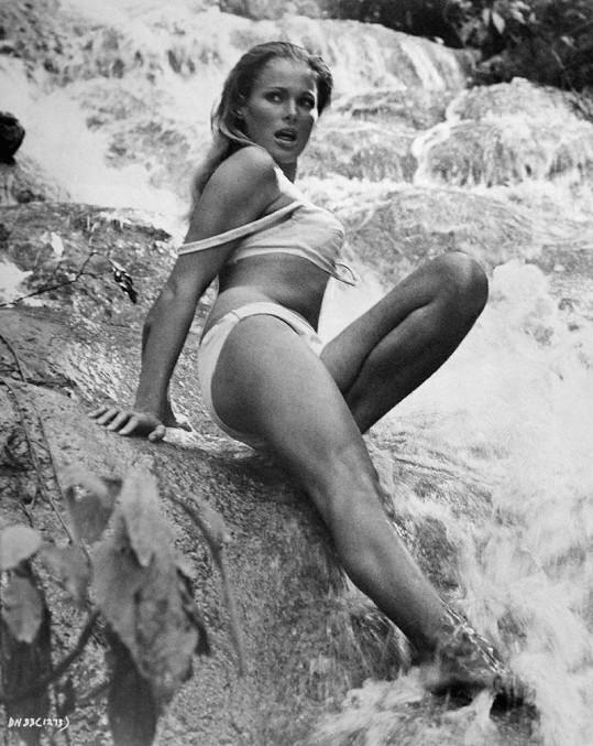 Ursula ve své nejslavnější roli ve filmu Dr. No (1962)