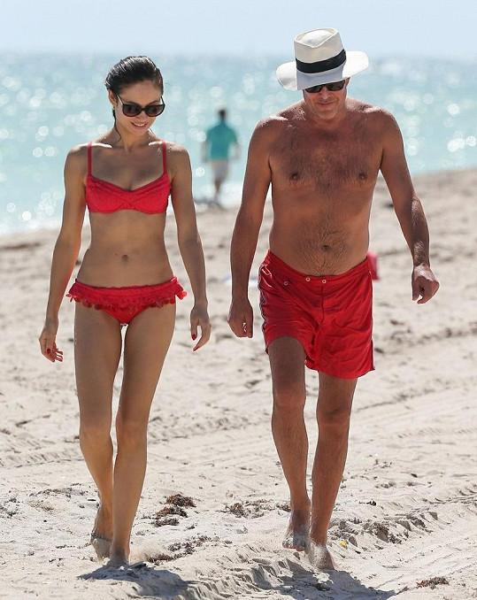 Olga Kurylenko s přítelem na dovolené v Miami.