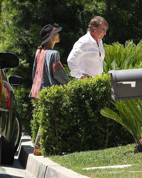 Vanessa navštívila několik nemovitostí v Beverly Hills.