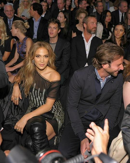 Zpěvačka a herec Bradley Cooper.