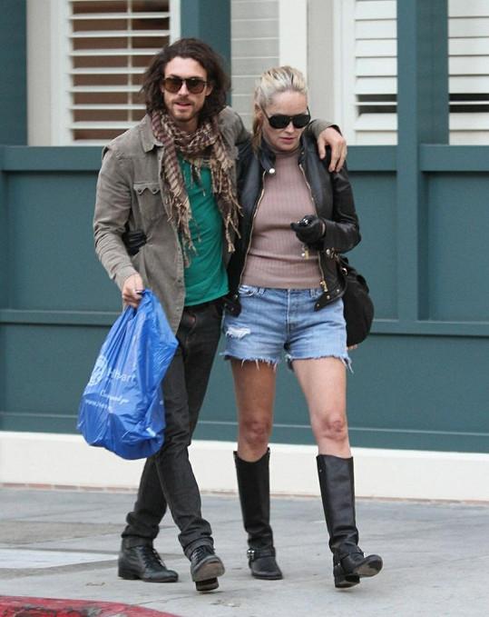 Martin Mica si vede svou slavnou partnerku po Beverly Hills.