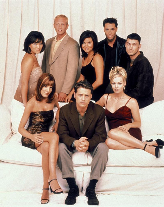 Tiffani spolu se svými hereckými kolegy ze seriálu Beverly Hills 902 10.