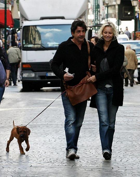 Adriana Sklenaříková vypadala s podnikatelem jménem André velice šťastně.