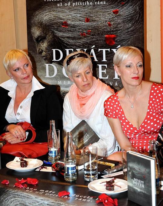 Kateřina Kornová, Marcela Březinová a Renata Drössler na křtu knihy Devátý dotek.