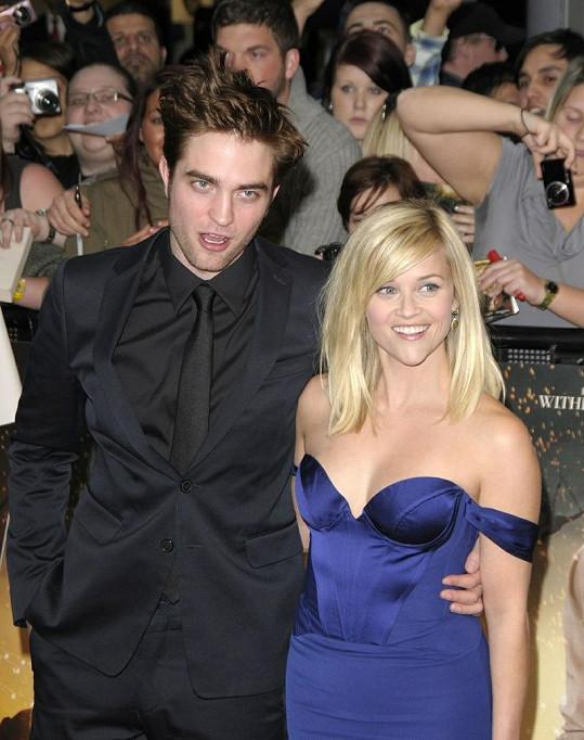 Robert Pattinson nyní bydlí v domě Reese Witherspoon.