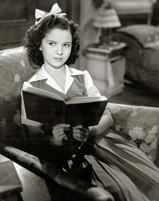 Shirley Temple jako krásná mladá slečna.