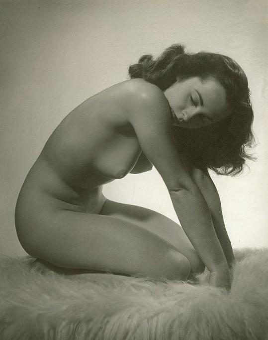 Elizabeth Taylor jen v rouše Evině.